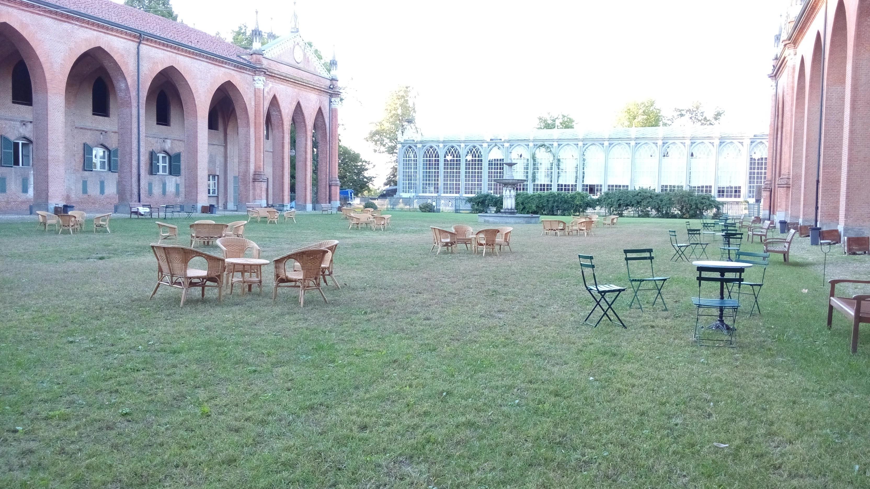 Sogyal rinpoche al castello di racconigi centro noleggio for Salottini in vimini