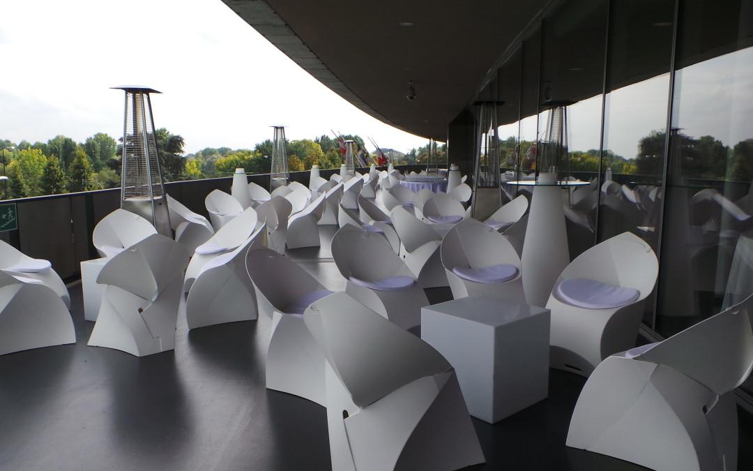 Scopri la sedia origami sulla terrazza del Museo Nazionale dell'Automobile